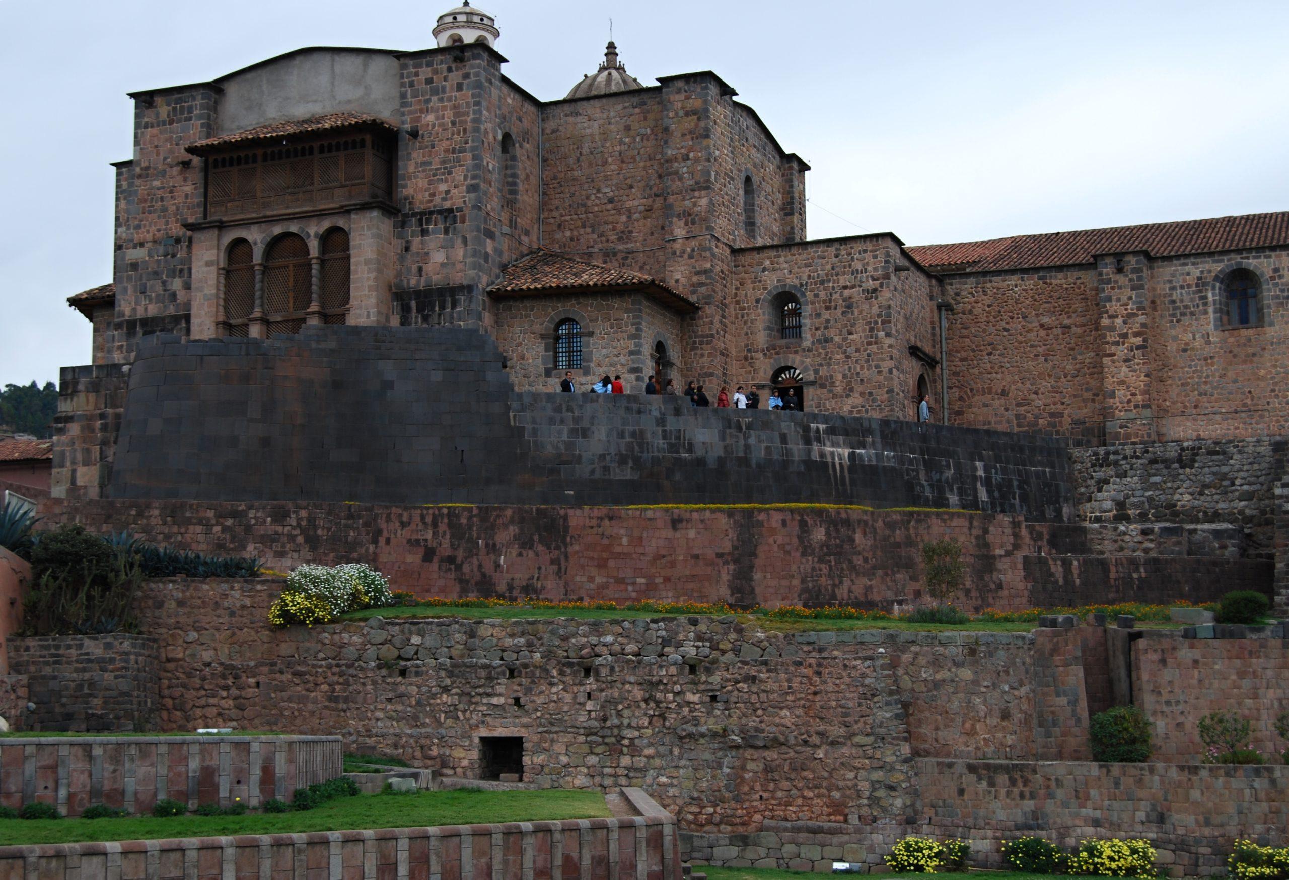 Cusco_-_Qoricancha_-_panoramio